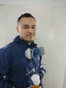 Илья Афонин в экиперовке для покраски авто
